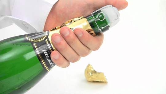 Как правильно открывать бутылку шампанского