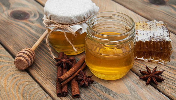 Honey liqueur with spices