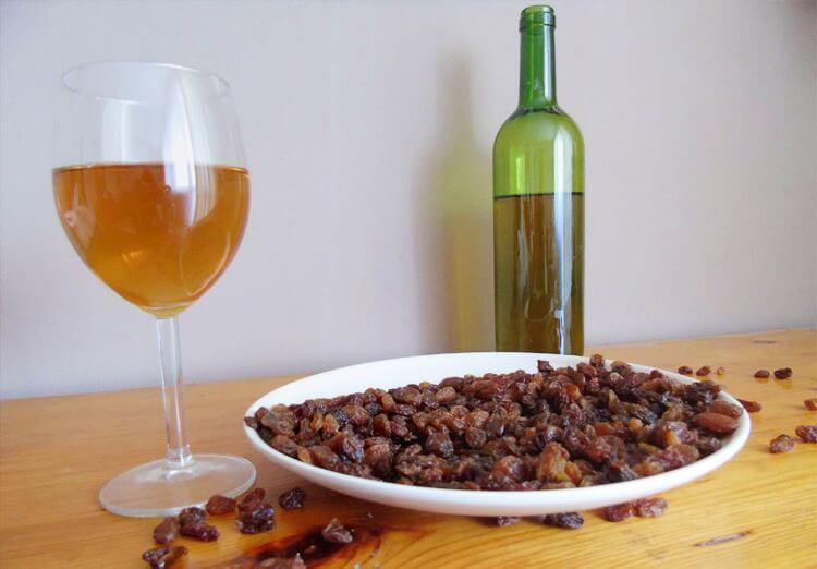 Как сделать домашнее вино из изюма