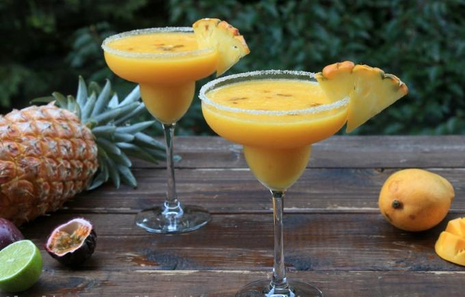 Коктейль Ананасово-манговая Маргарита (Pineapple Mango Margarita)