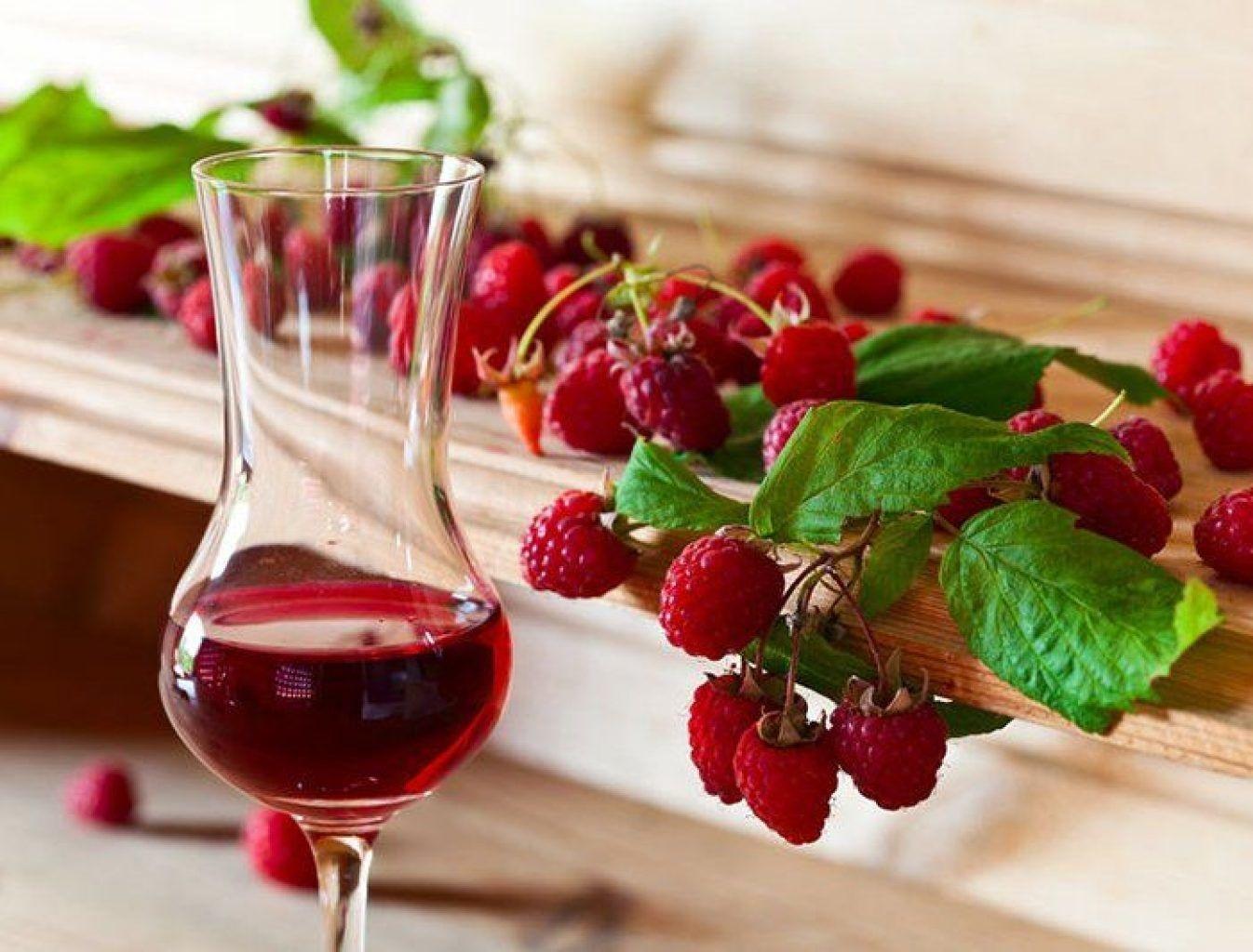 Приготовление домашнего вина из малины. Рецепт