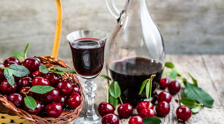 Рецепт вишневой домашней настойки на водке, спирту или самогоне