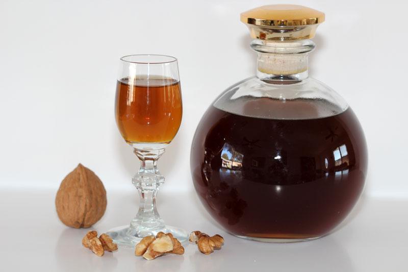 Водка, настоянная на грецких орехах