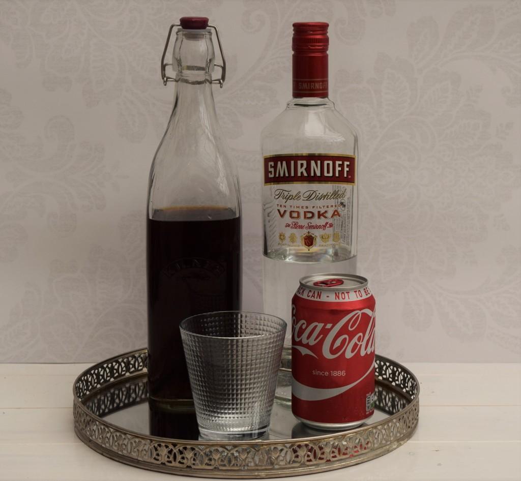 Водка с кока-колой и растворимым кофе