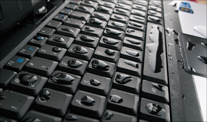 Что делать если разлили пиво на клавиатуру ноутбука?