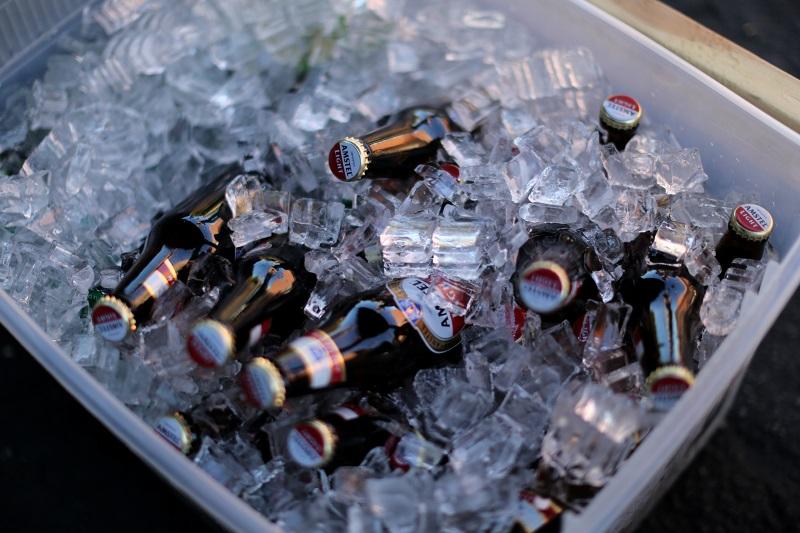 Пиво замерзло в холодильнике. Что делать и можно ли пить?