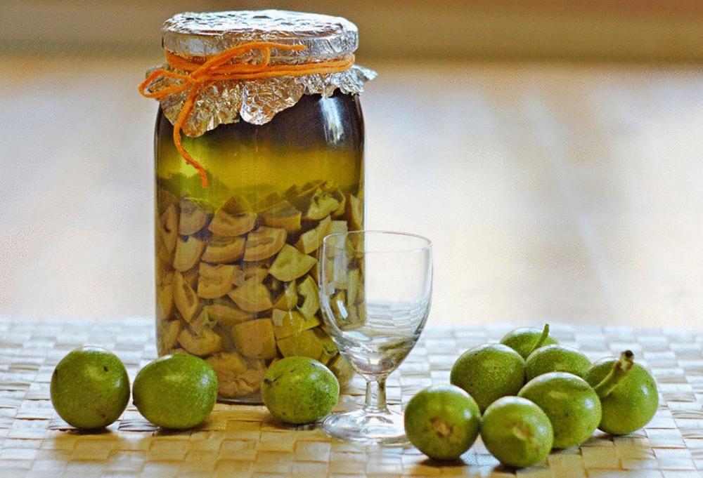 ликер из зеленых грецких орехов