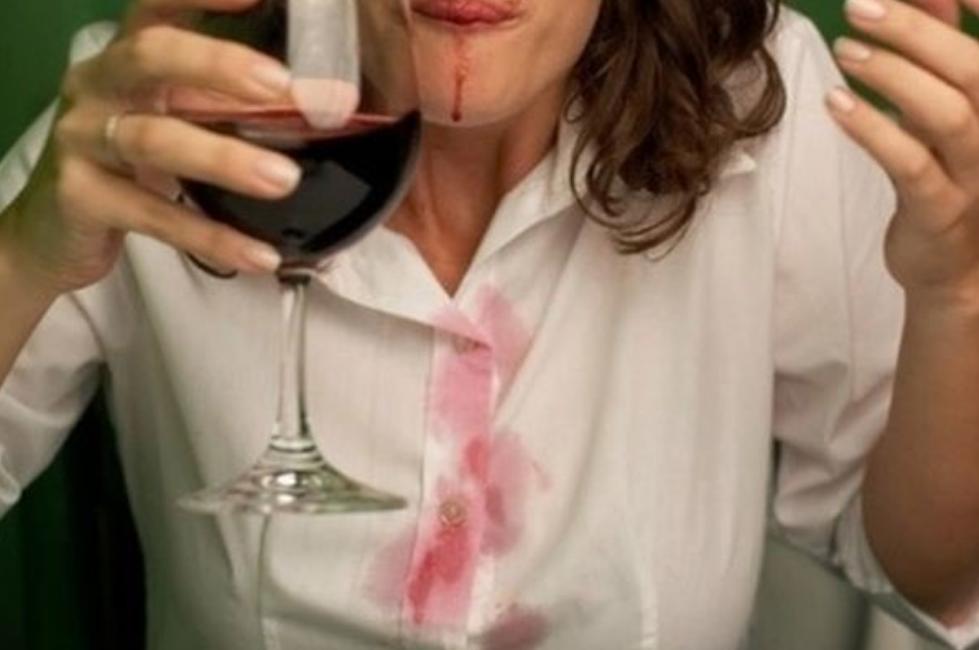 Как отстирать пятно от красного вина