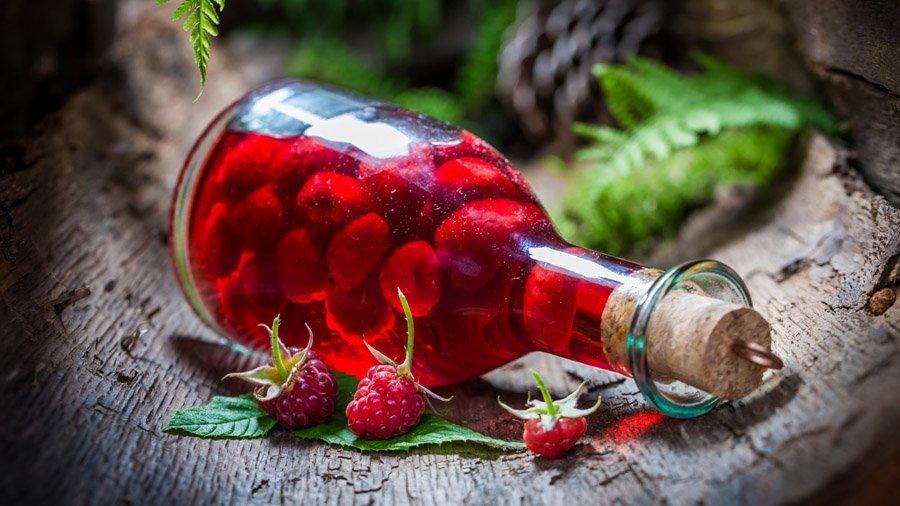Рецепт настойки из малины на спирту, водке или коньяке в домашних условиях