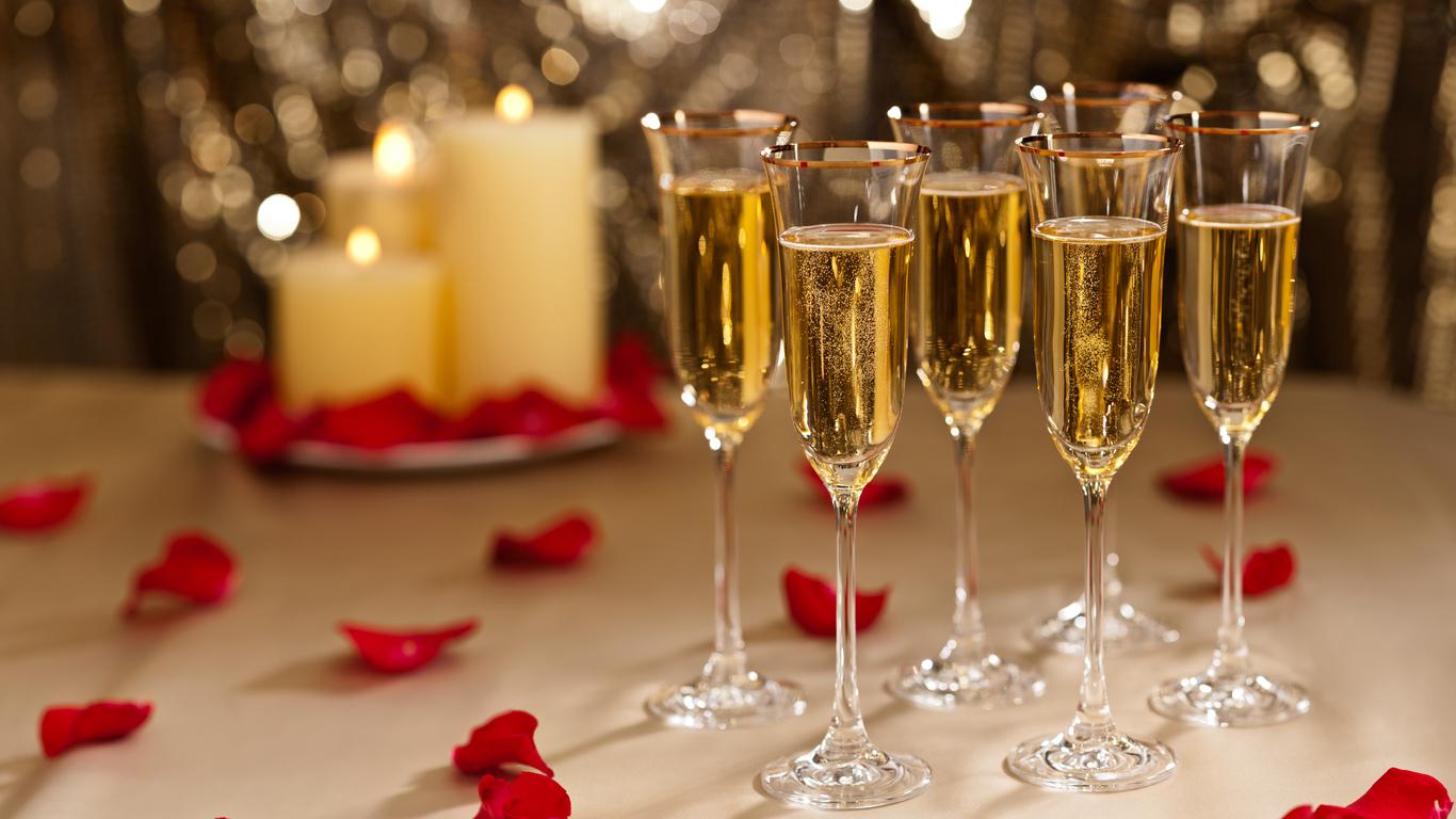 Шампанское из лепестков роз