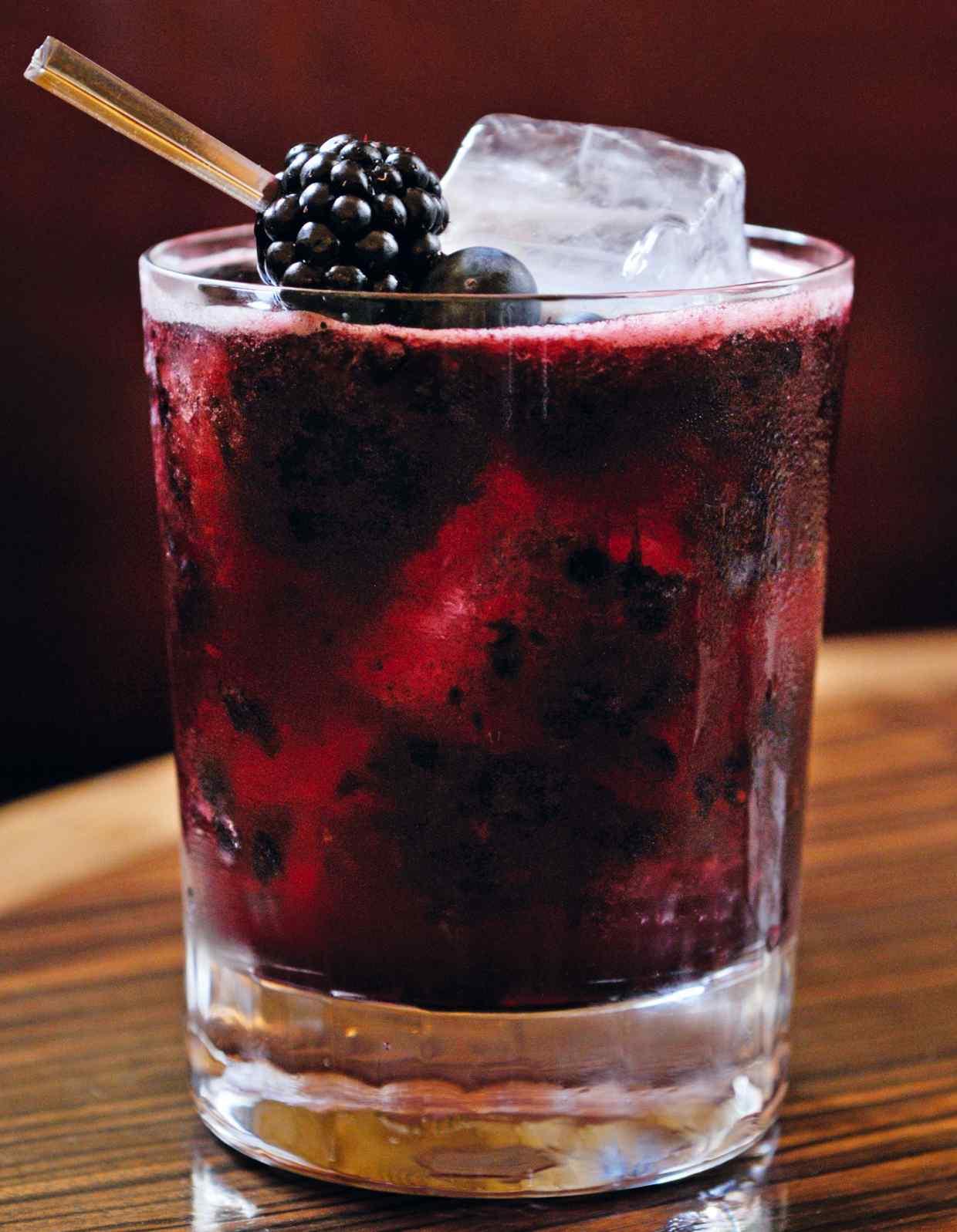 Фруктово-ягодный коктейль Тёмная сторона (Dark Side)