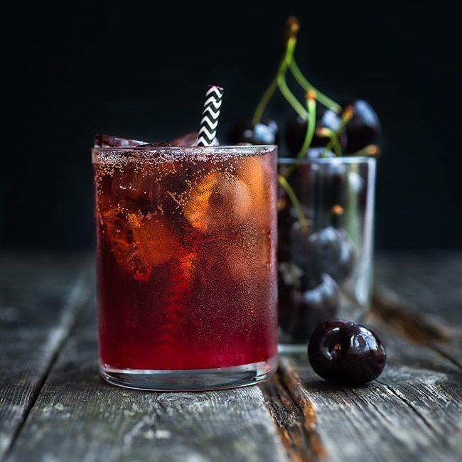 Black Cherry Bourbon Cola Smash (Бурбон с черешней и колой)