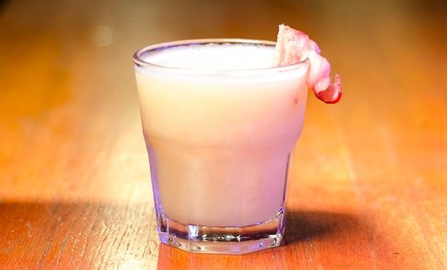 Грушевый коктейль с ромом и беконом