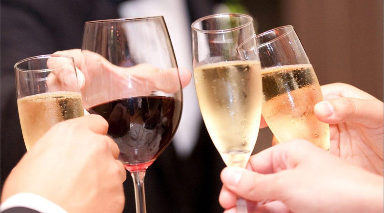 Алкоголь на свадьбу: что брать и сколько?